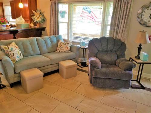 Gallery Image LivingRoom-Couch2.jpg