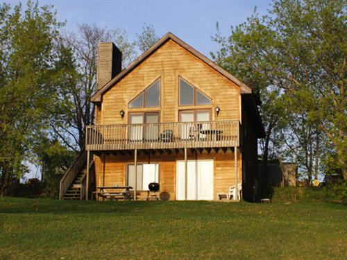 Gallery Image Cabin_B1_from_Lake.jpg