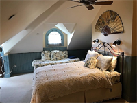 Gallery Image 28a-Tilghman_Island_Room_Beds2_840x630.png