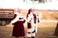 Santa and Mrs Claus Singing Jingle Bells at Fifer Orchard!