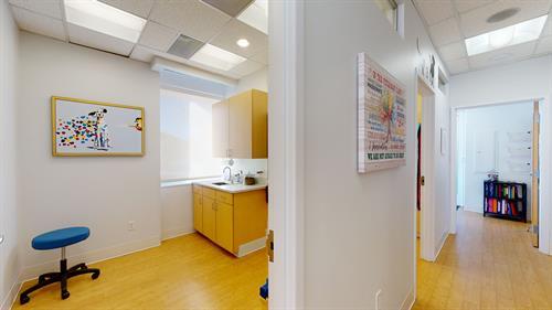 Gallery Image Five-Parks-Animal-Hospital-01182021_164154.jpg