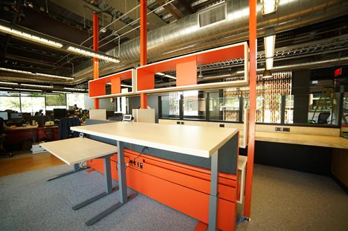 Height adjustable workstation