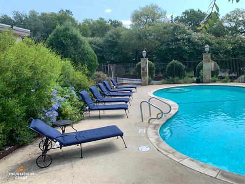 6th Street Austin Apartments Swimming Pool
