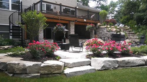 Gallery Image Brick_Patio_with_Limestone_StepsA.jpg
