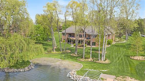 Beautiful Estate on Lake Lapeer