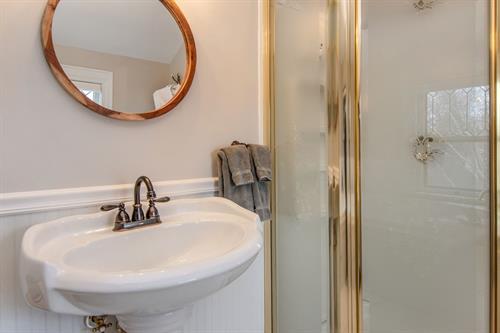 Gallery Image Lamplighter-BNB-Ansel-Adams-Suite-Bathroom-Pedestal-Sink-and-Shower.jpg