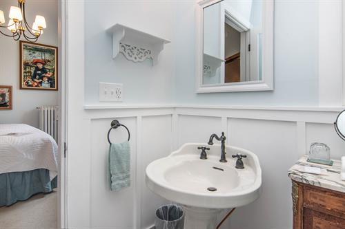 Gallery Image Lamplighter-BNB-Monet-Suite-Bathroom-Pedestal-Sink.jpg