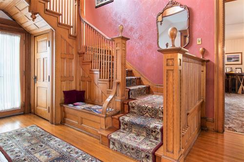 Gallery Image Lamplighter-BNB-Staircase.jpg