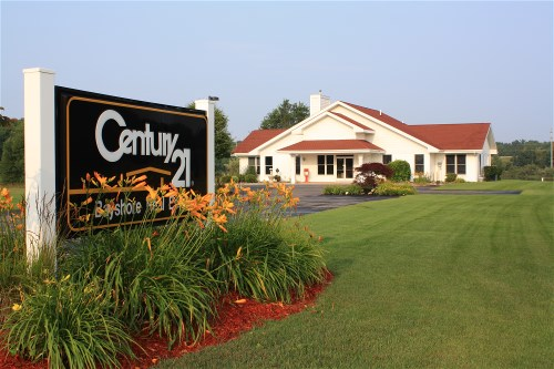 CENTURY 21 Bayshore Real Estate (View from the street)