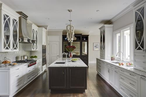 Gallery Image 1_Elegant_Custom_Kitchen.jpg