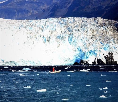 Gallery Image 2019_Alaska_Aialik_Glacier_small_craft.jpg
