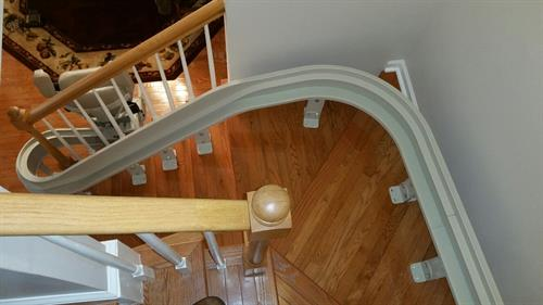Indoor custom curved stairlift