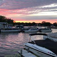 Gallery Image Water's_Edge_Boat_Club_Sunset_Pewaukee.jpg
