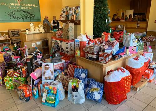 Our community donating to fulfill Christmas wishes for local children
