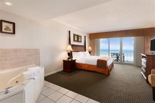 Gallery Image Holiday_Inn_Hotel_and_Suites_Ocean_City_-_King_Jacuzzi_Oceanfront_Suite_-_971677.jpg