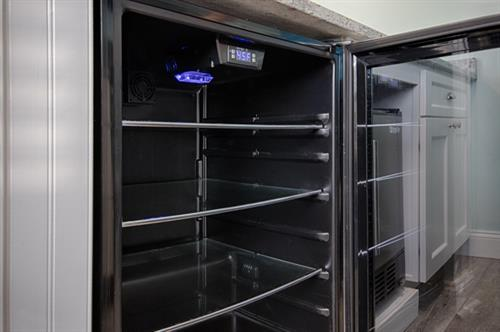 Bungalow 8 ~ Wine cooler & separate ice maker in main kitchen