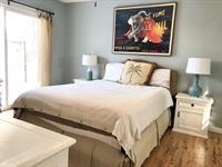 Cottage 4 1st bedroom, queen