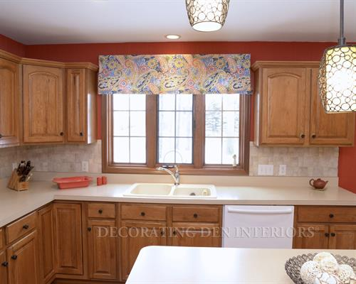 Kitchen - Decorative Valance over Sink