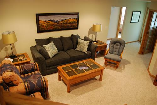 Gallery Image 15_-_Family_Room.JPG