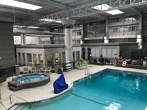 Gallery Image Holiday_Inn_North_Shore_Skokie_Pool.jpg