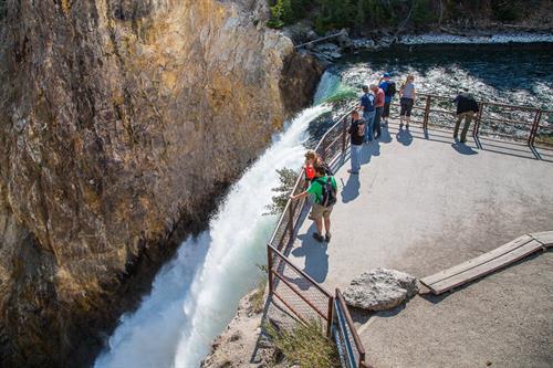 Gallery Image brink_of_lower_falls_overlook.jpg