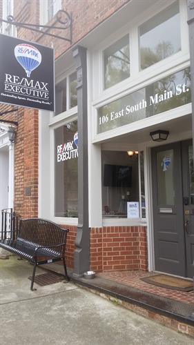 Remax Executive Waxhaw- 106 E. South Main St