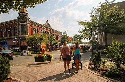 Experience shopping, dining, galleries and more in Historic Downtown Ellensburg