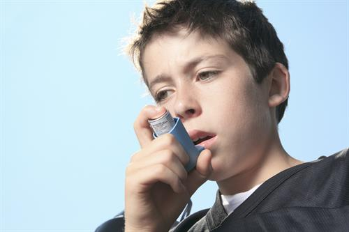 According to the Environmental Cardiopulmonary Disease Group, early childhood exposure to indoor allergens is an important risk factor for allergic sensitivity and the development of asthma.