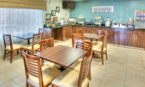 Wonderfully Spacious Breakfast / Dining Area
