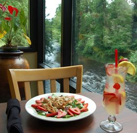 Special dishes & drinks are offered everyday!