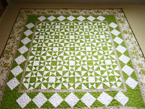 Quilt hand-pieced by Lynn Williams