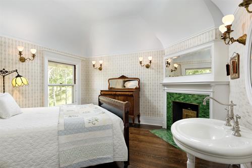 Gallery Image Suite_Morgan_Bedroom.jpg
