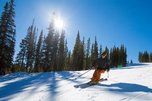 Gallery Image Joe_K_Skiing.jpg
