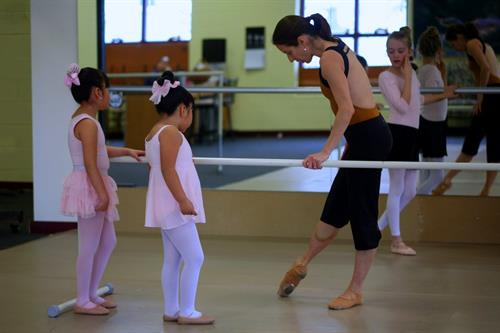 Alexandra Jerkunica with young Bonedale Ballet students