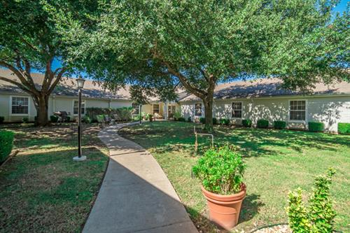 Lovely courtyard in Ellis county senior community