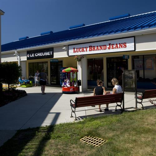 kittery outlets patriots day sale event apr 15 2016 to