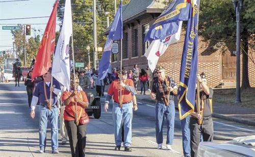Gallery Image news_110916_fville-vets-parade_color.jpg