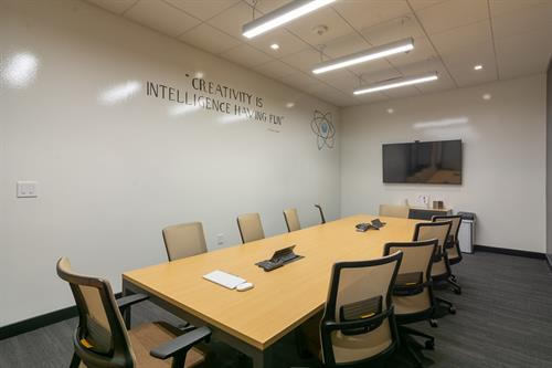 Gallery Image large_conference_room_3.jpg