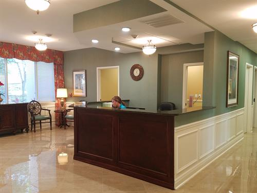 Gallery Image Towers_Outpatient_Front_Desk.jpg