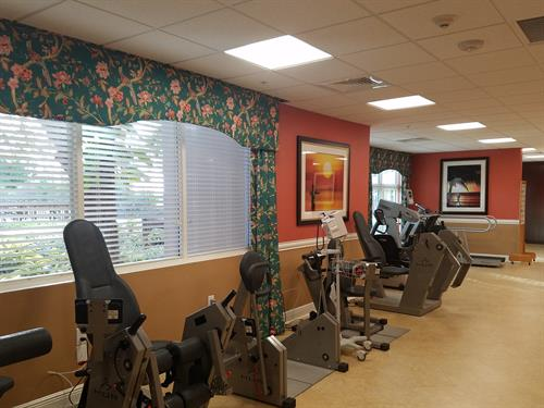 Gallery Image Towers_Outpatient_Therapy_Gym2.jpg