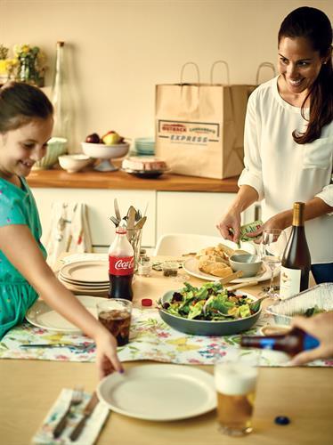 Gallery Image Family_Dinner_1_057_bk_ret.jpg