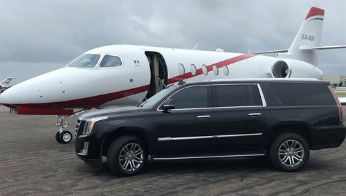 Gallery Image Escalade_and_Jet.JPG
