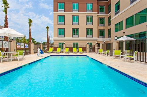 Gallery Image holiday-inn-express-and-suites-houston-4549054058-original.jpg