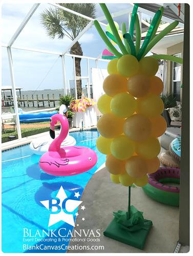 Gallery Image Pineapple-Balloon-Sculpture-by-Blank-Canvas.jpg