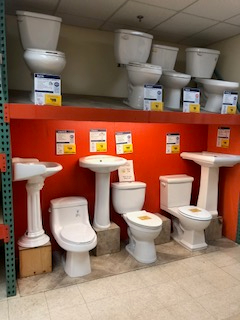 Toilets / Pedestal sinks