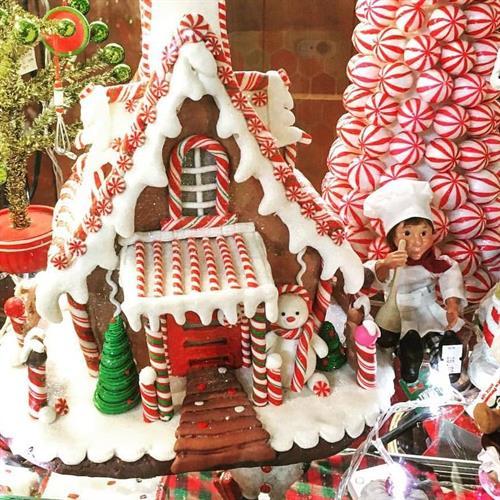 Gallery Image Gingerbread_house.jpg