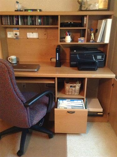 Teen desk After Room Solutions by Paula