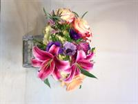 a nice cube design to show off some Stargazer lilies.