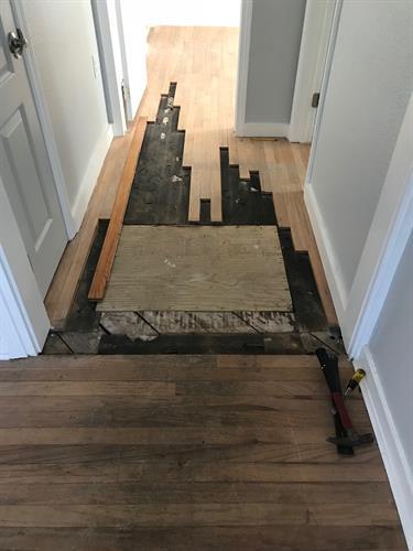 Gallery Image hall_floor_vent_repair_before.jpg