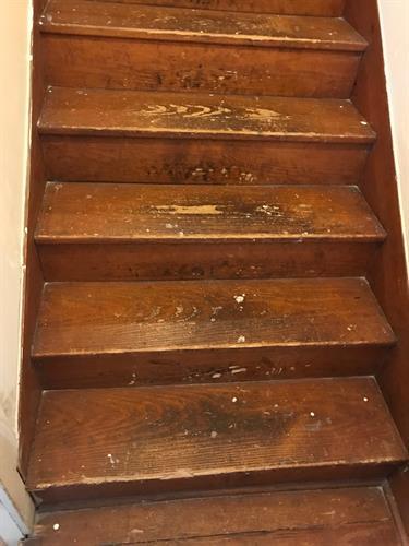 Gallery Image stairs_before.jpg